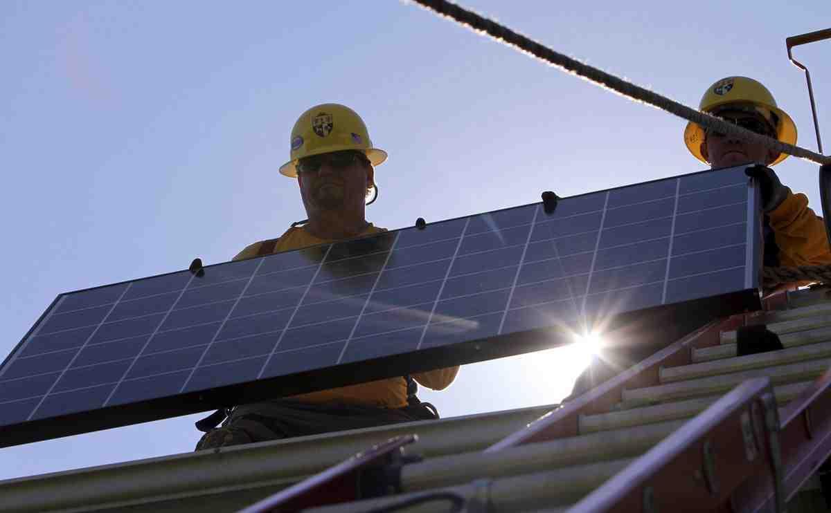 Do solar panels affect gas bill?