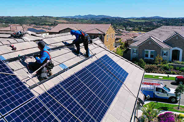 Does SDG&E buy back solar power?
