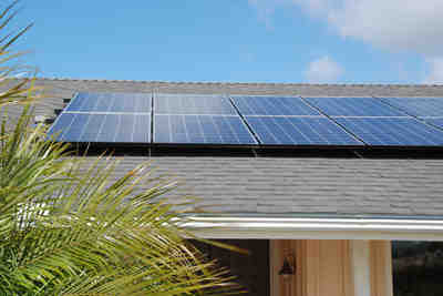 Does Tesla work with solar energy?