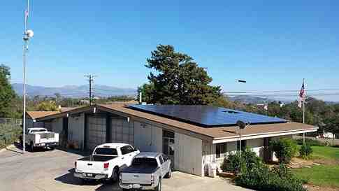 How much do solar company owners make?