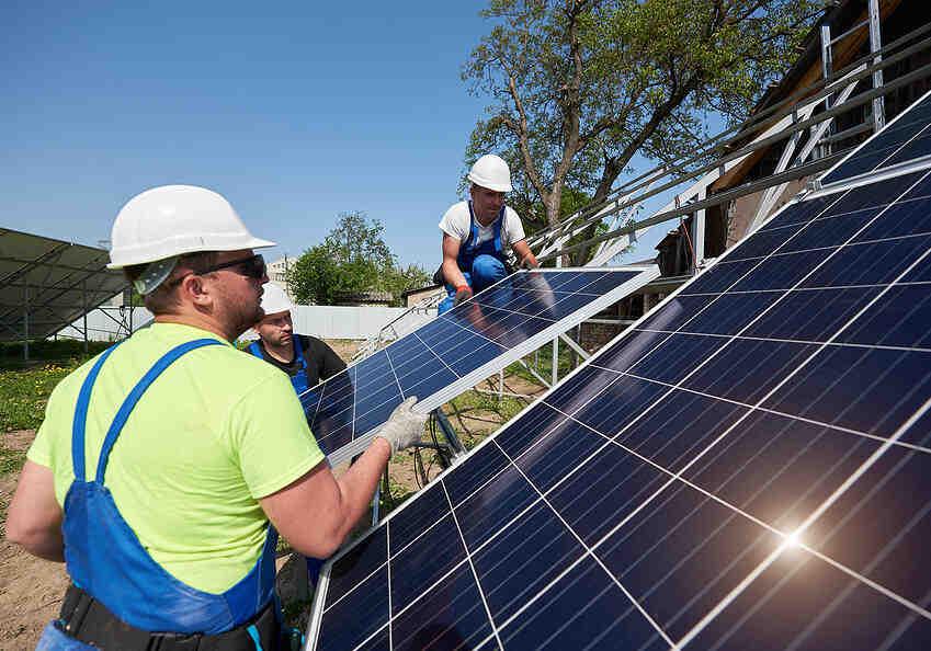 How much do solar panel salesman make in California?