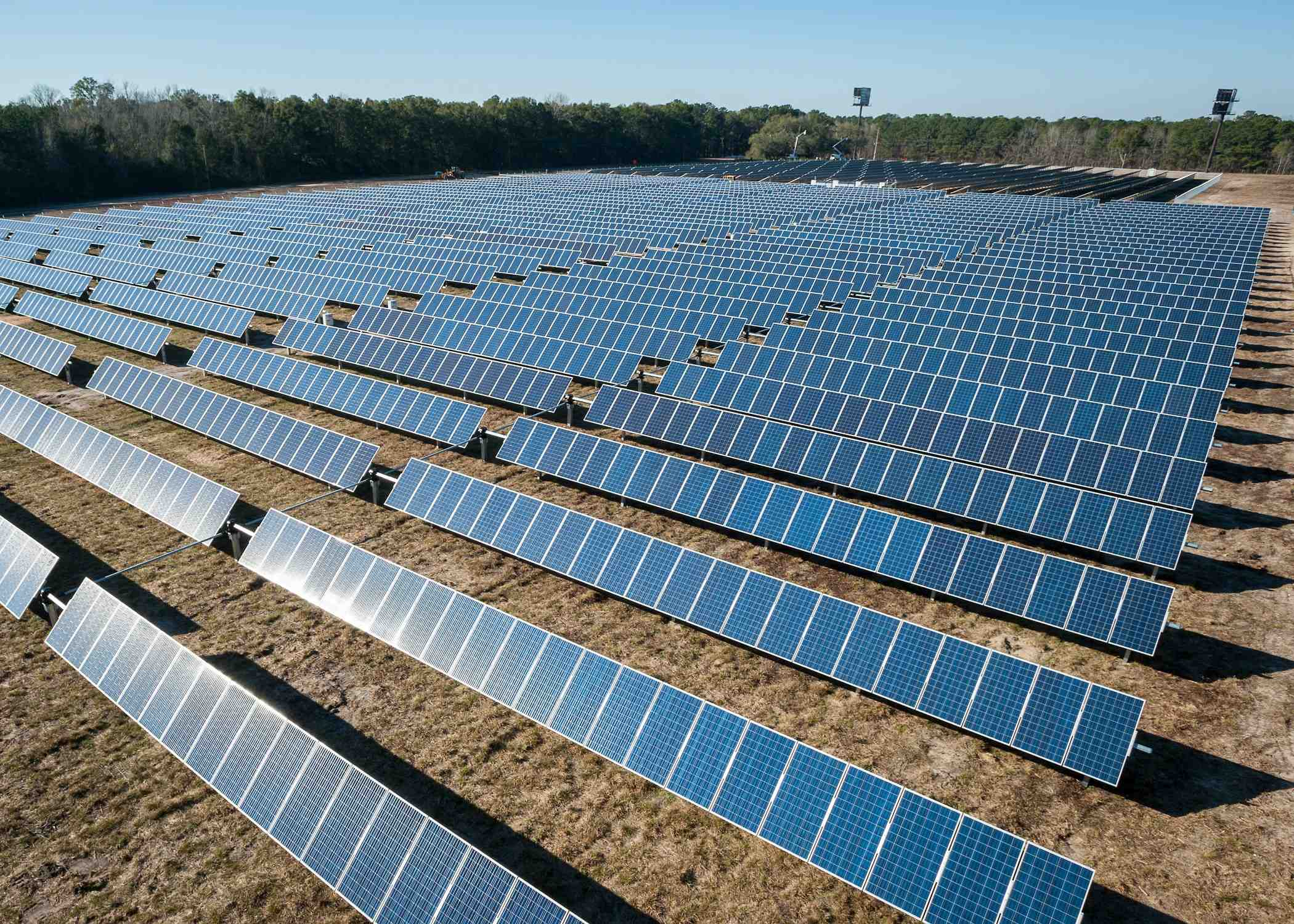 How much does a 1 acre solar farm cost?