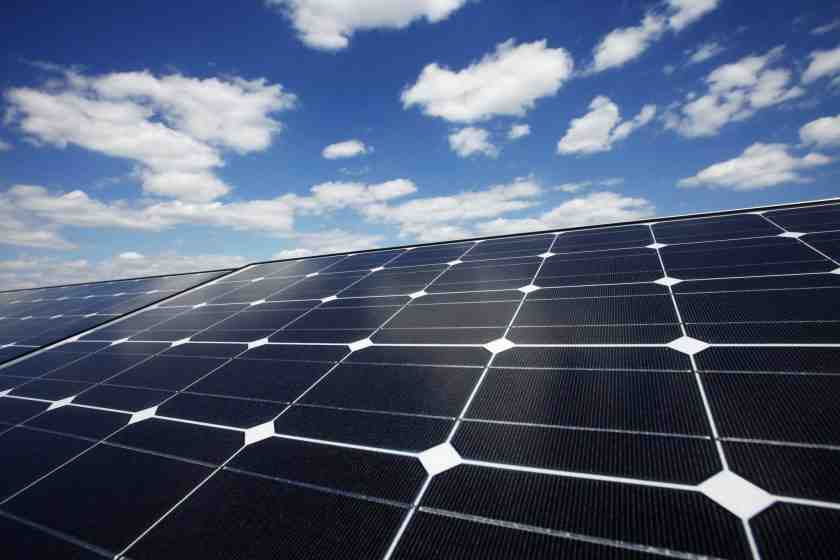 How much does it cost a company to install solar panels?