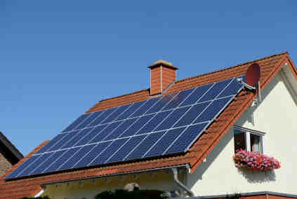 How much does it cost to hire someone to clean solar panels?
