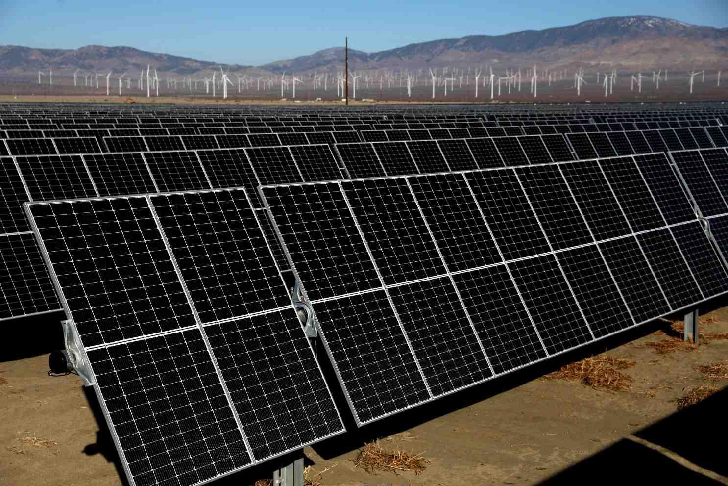 How do I become a solar electrician?