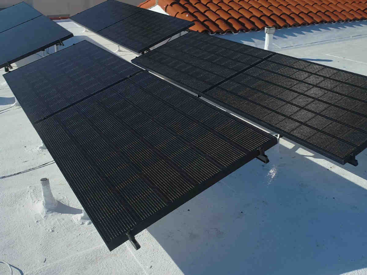 How do I qualify for free solar panels?