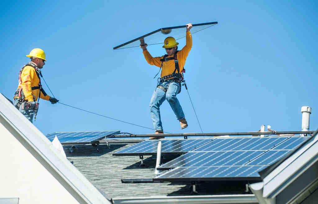 How much do solar companies pay per lead?