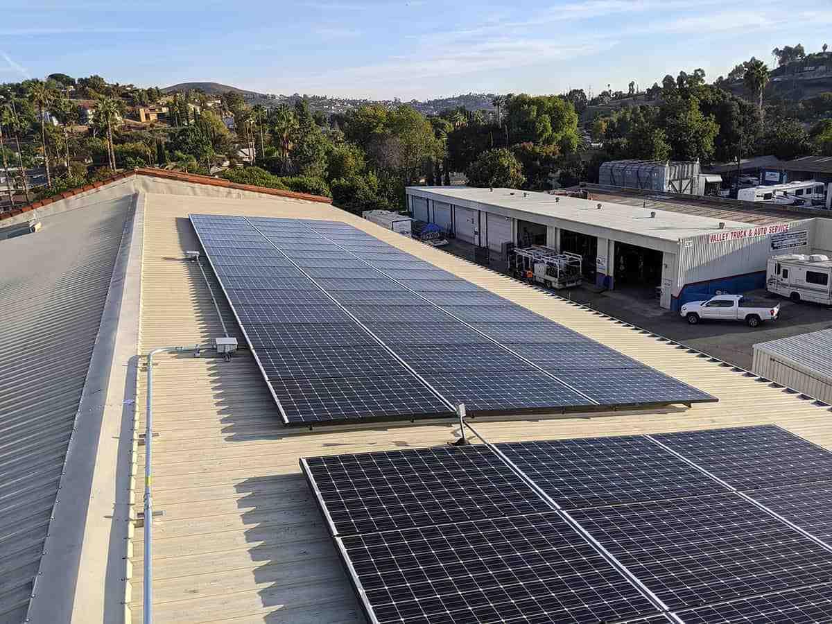 How much do solar installers make per job?