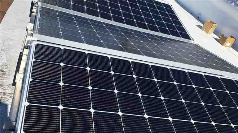 How much do solar panel electricians make?